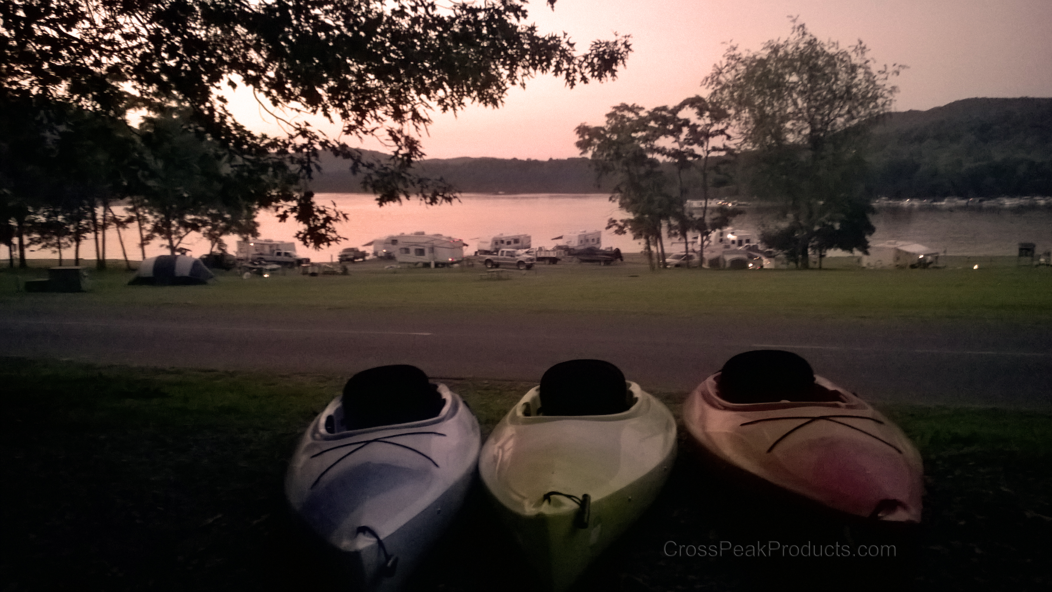 outdoor-sunset-photo-with-kayaks-Raystown-Lake